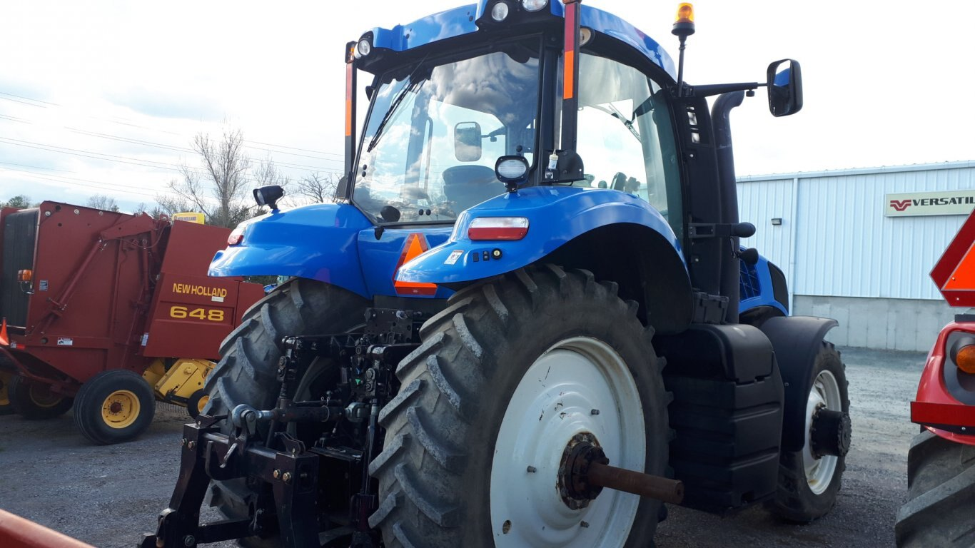 2012 New Holland T8 275